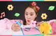 凯利和玩具朋友们 第197集 剪纸艺术纸花朵制作